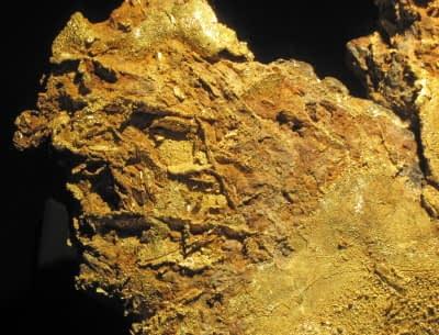 Stockwork veins in Limonite