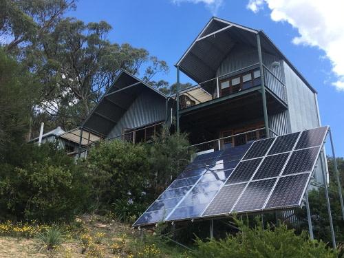off grid home using solar panels